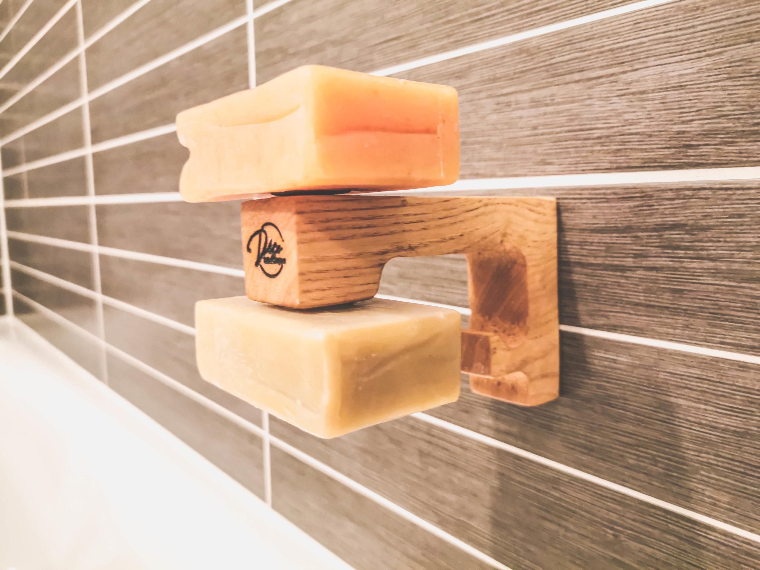 Simon Guyomarch vient de lancer Déco'smétique, une marque d'accessoires innovants pour cosmétiques solides.