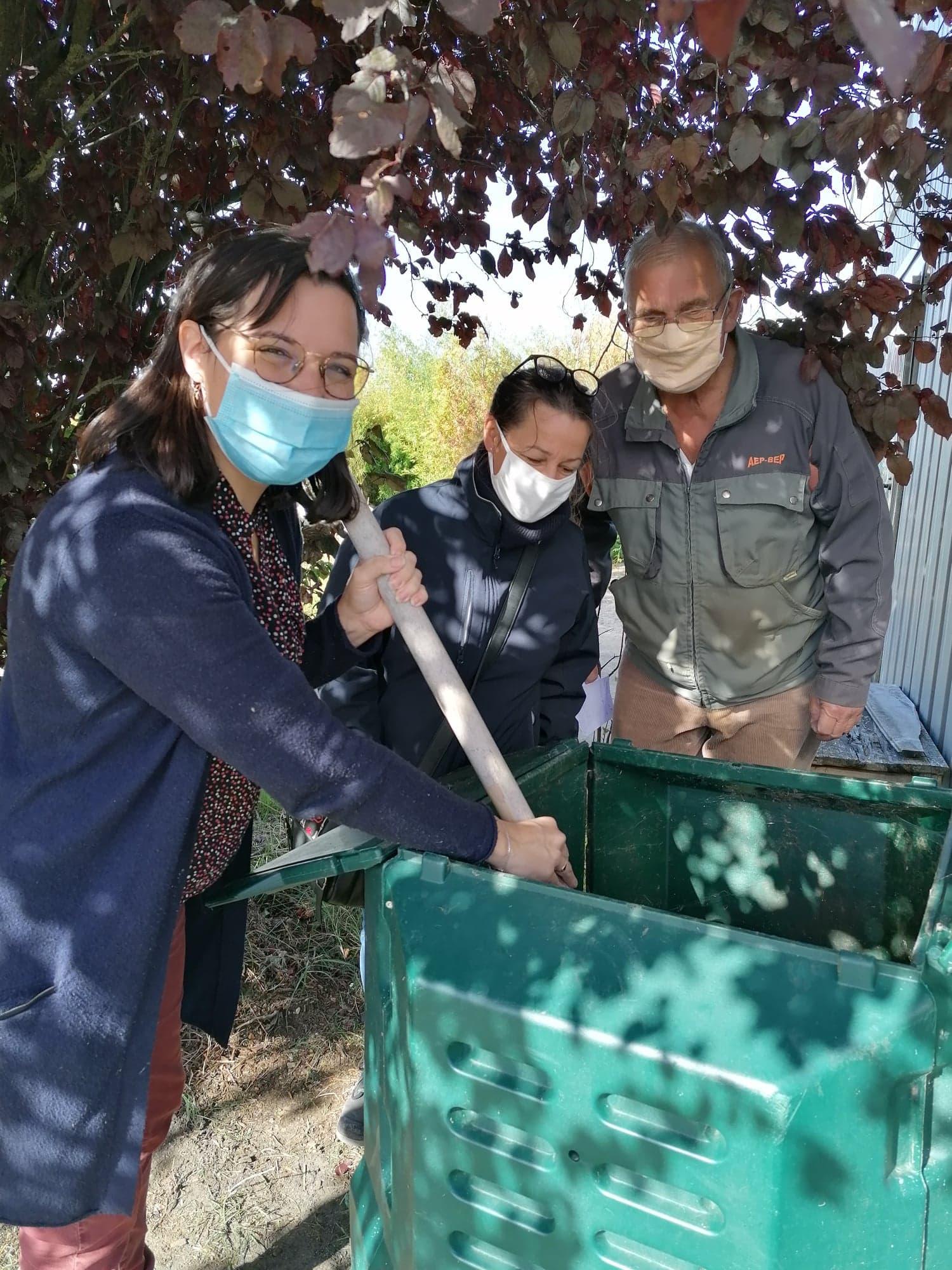 Alexa et ses fraises accompagne les particuliers dans la mise en place de leur projet de compostage