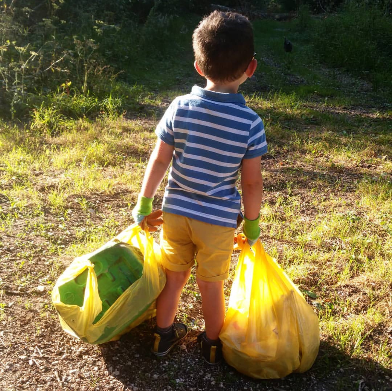 Alexandra Berrou a créé Alexa et ses fraises après une collecte de déchets en forêt avec son fils Tom