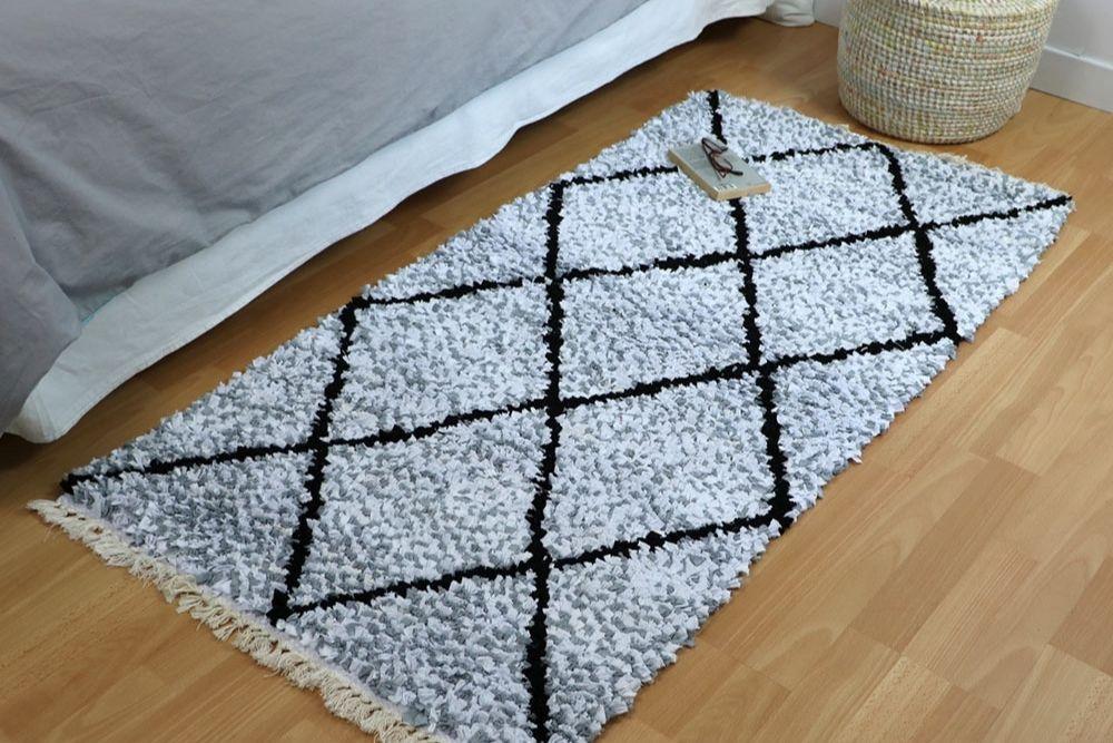 Tapis boucherouite fabriqué à partir de chutes de tissu.